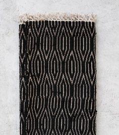 Indian Tribal Rug / Black & White