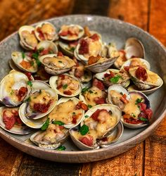 Put a little taste of the south in your next clam dish using this recipe for clams with crispy country ham and maple apple foam. Quick Recipes, Pork Recipes, Seafood Recipes, Asian Recipes, Ethnic Recipes, Keto Recipes, Country Ham, Taiwanese Cuisine, Southern Recipes
