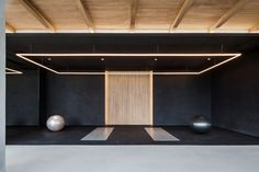 Co-living and collaborative work space is blended together beautifully in this industrially-inspired, minimalist office interior design by JACKY.W DESIGN. Futuristisches Design, Home Gym Design, Gym Interior, Office Interior Design, Dance Studio Design, Gym Lighting, Ceiling Lighting, Studio Lighting, Luxury Gym