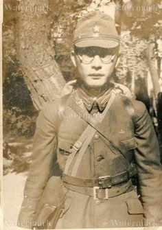 ORIGINAL WWII JAPANESE PHOTO: ARMY LIEUTENANT IN FULL GEAR!!