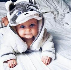 Baby clothes should be selected according to what? How to wash baby clothes? What should be considered when choosing baby clothes in shopping? Baby clothes should be selected according to … The Babys, Cute Little Baby, Little Babies, Cute Babies, Chubby Babies, Pretty Baby, Baby Outfits, Foto Baby, Cute Baby Pictures