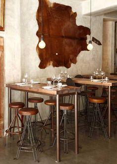 Carnalentejana, Lisboa. Proyecto de interiorismo con taburetes vintage