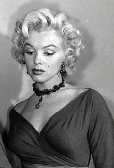 """Marilyn during the filming of """"Gentlemen Prefer Blondes"""", Arte Marilyn Monroe, Marilyn Monroe Artwork, Scarlett Johansson, Gentlemen Prefer Blondes, Shirin David, Imperfection Is Beauty, Hollywood Icons, Norma Jeane, Tips Belleza"""