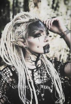 Halloween Clown, Halloween Makeup Looks, Halloween Costumes, Halloween Ideas, Elf Makeup, Costume Makeup, Makeup Art, Demon Makeup, Dark Makeup