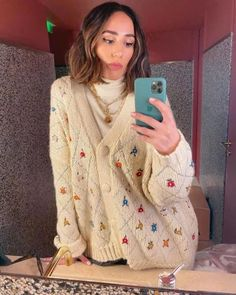 5 Tip for Thrifting Your Way to a Stylish Wardrobe Retro Outfits, Cool Outfits, Grandma Clothes, How To Have Style, Cardigan Outfits, Winter Cardigan Outfit, Knit Sweater Outfit, Floral Sweater, Sweater Shop