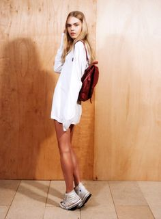 LE FASHION BLOG MUST HAVE WHITE HIGH TOP CONVERSE SNEAKERS MARIE CLAIRE KOREA LINE BREMS AS YOU ARE MAGAZINE OVERSIZED WHITE LONG SLEEVE TEE...