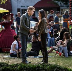 nina dobrev and paul wesley on set  | Paul Wesley parla con Nina Dobrev nell'episodio As I Lay Dying di ...
