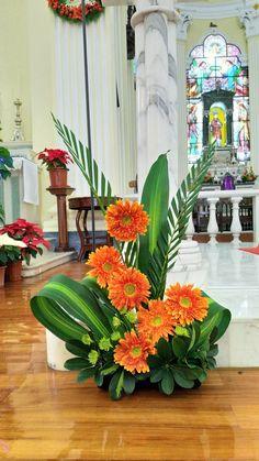 Choosing The Flower Arrangements For Church Wedding Contemporary Flower Arrangements, Creative Flower Arrangements, Tropical Flower Arrangements, Funeral Flower Arrangements, Beautiful Flower Arrangements, Beautiful Flowers, Altar Flowers, Church Flowers, Funeral Flowers