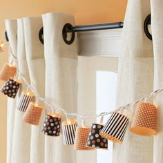 dixie cups, scrapbook paper, and a strand of white lights makes a cute seasonal garland. Halloween decor