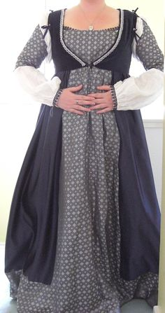 15th Century Italian dress.  Made by Fantasy on the Wall blog. http://fantasyonthewall.blogspot.co.uk