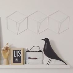 #details #interiordesign #scandinavian #bedroom #bedroomdecor #eames #bird #glass #frame #souvenir #feather #squares #geometry