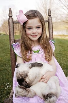 Adorable image by Zandi. Children Poses, Somebunny Loves You, Bunny Hutch, Kid Pics, Easter Pictures, Honey Bunny, Egg Hunt, Amazing Photography, Childhood Memories