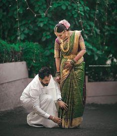 Honnêtement, nous pensons qu& est un objectif de mari! Indian Wedding Couple Photography, Wedding Couple Photos, Wedding Photography Poses, Wedding Pics, Wedding Shoot, Wedding Couples, Wedding Day, Mehendi Photography, Wedding Goals