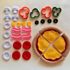 Felt Crafts, Diy And Crafts, Diy For Kids, Crafts For Kids, Felt Pizza, Felt Food Patterns, Felt Kids, Felt Cupcakes, Felt Finger Puppets