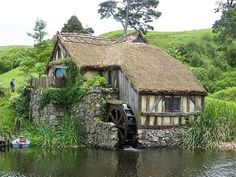 Nice this little English cottage! Would you like to live there? - Nice this little English cottage! Would you like to live there? Storybook Homes, Storybook Cottage, Stone Cottages, Cabins And Cottages, Cotswold Cottages, Cute Cottage, Cottage Style, Cottages Anglais, Haus Am See