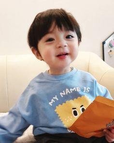 Cute Baby Boy, Cute Little Baby, Lil Baby, Little Babies, Cute Boys, Little Boys, Kids Girls, Baby Kids, Cute Asian Babies