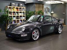 Everyone loves a vintage Porsche 911!
