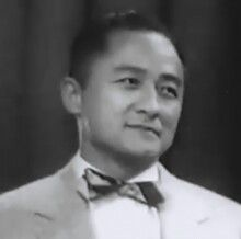 """Samuel""""Sammy""""Lee(August 1, 1920 – December 2, 2016) was an American physician anddiverofKoreandescent. He was the firstAsian Americanto win anOlympicgold medalfor the United States[1]and the first man to win back-to-back gold medals in Olympicplatform diving."""