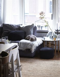 Make your living room extra comfortable with blankets and throws handy for chilly evenings.  #LivingRoom #comfort