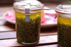 Basilicumpesto in weckpotje van 160 ml Pesto Dip, Harvest Time, Preserving Food, Diy Food, Preserves, Italian Recipes, Mason Jars, Good Food, Food And Drink