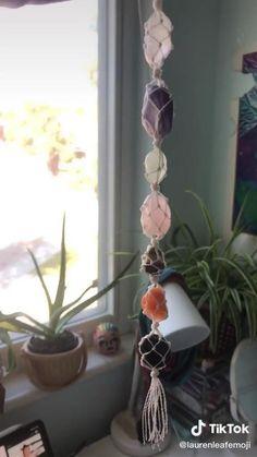 Handmade Wire Jewelry, Diy Crafts Jewelry, Fun Diy Crafts, Crystal Room Decor, Indie Room Decor, Crystal Aesthetic, Ideias Diy, Crystal Healing Stones, Crystals And Gemstones