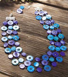 Boutons bleu, collier. Superbe mélange de couleur bleu.