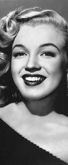Marilyn Monroe was born Norma Jeane Mortenson on June 1926 in Los Angeles, California. Fotos Marilyn Monroe, Marylin Monroe, Hollywood Glamour, Old Hollywood, Hollywood Night, Hollywood Stars, Hollywood Actresses, Rihanna, 40s Mode