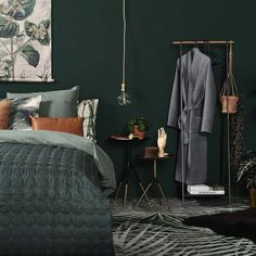 Classy Bedroom Wall Decor Ideas to Style Up Your Space - The Trending House Bedroom Green, Home Bedroom, Bedroom Wall, Master Bedroom, Deco Design, Luxurious Bedrooms, Inspired Homes, Room Inspiration, Room Decor