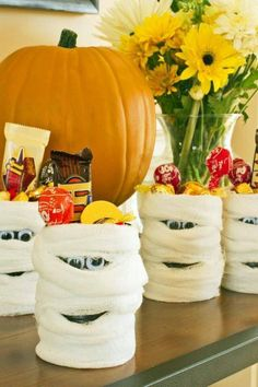 52 DIY Halloween Crafts for Kids is part of Kids Crafts Halloween Party Favors - HGTV com shares 52 DIY Halloween crafts for kids that children of all ages will love making for the spooky holiday season Palette Halloween, Dulceros Halloween, Halloween Party Favors, Holidays Halloween, Halloween Treats, Halloween Decorations, Halloween Bedroom, Halloween Goodies, Halloween Parties