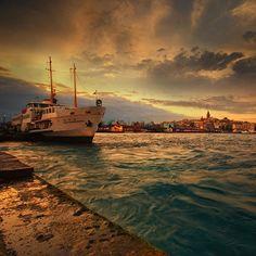 #world #turkey #turkiye #istanbul #istanbuldayasam #deniz #gemi #takip #flower #flowers #ru #russia #manzara #harika #görmelisin Hepimiz gemisi ayrılmak icin bekliyor limanda