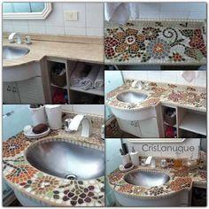 baño reciclado. Mesada revestida con venecitas y espejos