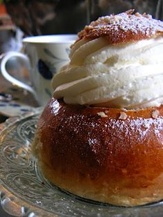 Laskiaispulla - Scandinavian Sweet Buns For Shrove Tuesday