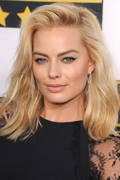 Margot Robbie Net Worth by ALUX. How much money does Margot Robbie have? How rich is Margot Robbie? How much is Margot Robbie Worth? Cabelo Margot Robbie, Atriz Margot Robbie, Actress Margot Robbie, Mid Length Hair, Shoulder Length Hair, Blond Mi-long, Medium Blonde Hair, Blonde Lob, Femmes Les Plus Sexy
