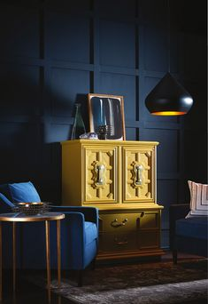 Find the Perfect Wall Color in Sherwin-Williams' 2017 Color Forecast: The Secret to Using the Sherwin-Williams Noir Color Palette Top Paint Colors, Paint Color Schemes, Wall Colors, Sherwin Williams Navy, Consoles, Trending Paint Colors, Lead Paint, Sherwin William Paint, Paint Brands