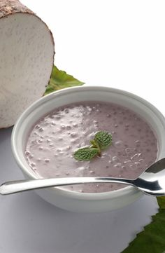 Purple yam is the star of this dish, giving it plenty of flavor as well as an attractive color. Add tapioca for texture and coconut milk for. Asian Desserts, Japanese Desserts, Filipino Desserts, Filipino Food, Filipino Recipes, Gourmet Breakfast, Vegan Breakfast Recipes, Fodmap Recipes, Dairy Free Recipes