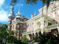 Former Tampa Bay Hotel - Now the University of Tampa. This is a must-see for any visitor to the area. Old Florida, Tampa Florida, Florida Vacation, Central Florida, Top Family Vacations, Family Vacation Destinations, Vacation Packages, Vacation Ideas, Tampa Bay Hotels