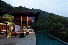 Contemporary Home in The Brazilian Atlantic Forest