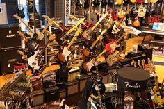 Die Gitarren-Abteilung bei Session Music in Osnabrück #Gitarren #Gitarrenamps