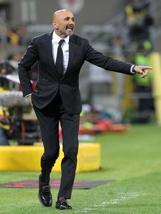 Luciano Spalletti Photos Photos - AS Roma coach Luciano Spalletti shouts to his players durin the Serie A match between AC Milan and AS Roma at Stadio Giuseppe Meazza on May 7, 2017 in Milan, Italy. - AC Milan v AS Roma - Serie A
