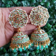 Fulfill a Wedding Tradition with Estate Bridal Jewelry Indian Jewelry Earrings, Indian Jewelry Sets, Jewelry Design Earrings, Gold Earrings Designs, Indian Wedding Jewelry, Ear Jewelry, Bridal Jewelry, Antique Jewellery Designs, Fancy Jewellery