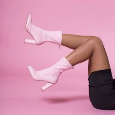 BACK IN STOCK 💕 Our 'SHOUT OUT' boots are back in Pink and Black 💕 Shop 'em before they go via the link in bio!