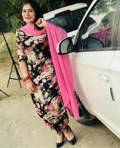 Salwar Suits Simple, Women Salwar Suit, Punjabi Salwar Suits, Patiala Suit, Bridal Lehngas, Salwar Suits Party Wear, Punjabi Girls, Black Suits, Indian Designer Wear