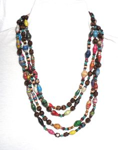 Amazing Paper Beads Necklace. {I'd like to do this with white spacer beads, instead of brown.}
