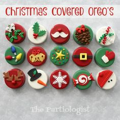 Christmas Oreo's! The Partiologist: Christmas Oreo's! Christmas Cake Pops, Christmas Cover, Christmas Snacks, Christmas Cooking, Christmas Goodies, Christmas Candy, Mini Christmas Cakes, Christmas Donuts, Xmas