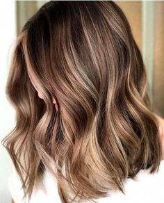 Balayage is the hottest dyeing technique right now. Check the chicest variants of balayage highlights and find out why you should give them a try too! Brown Hair Balayage, Brown Blonde Hair, Hair Color Balayage, Short Balayage, Copper Balayage, Blonde Ombre, Blonde Balayage, Dark Hair, Light Brown Hair