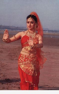 Stay there! Bollywood Outfits, Bollywood Girls, Vintage Bollywood, Bollywood Fashion, Indian Bollywood, Indian Actress Hot Pics, Bollywood Actress Hot Photos, Beautiful Bollywood Actress, Hindi Actress