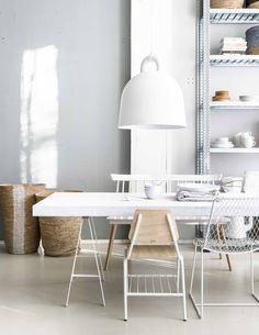 simple wit styling eethoek | Bron: vtwonen Fotografie Sjoerd Eickmans | Styling Marianne Luning