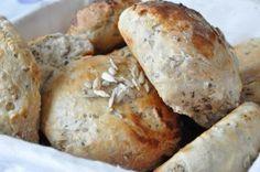Boller med fuldkorn og hørfrø Bread Bun, Pan Bread, Savoury Baking, Bread Baking, Pandesal, Cocktail Desserts, Cocktails, Home Bakery, Piece Of Bread