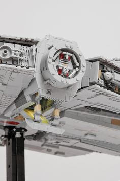 https://flic.kr/p/Bxb4Sr | Millennium Falcon (Starwars VII) | The millennium falcon is still the coolest spaceship in the galaxy! This is why I have always wanted to build my own version! Inspired by Mikes, WIP-images, I was encouraged to start my own project. It took me a whole year to accomplish this build (including planning and collecting bricks). Net building time 240 hours. My main goal was to present the model in a flying position, which was a huge task. Due to its internal…
