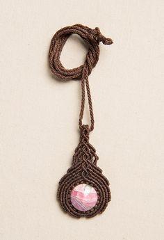 Collier tissu macramé avec rhodochrosite pierre par Amonithe, $23.00